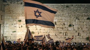 Jerusalem-Day-celebrating-Kotel-12